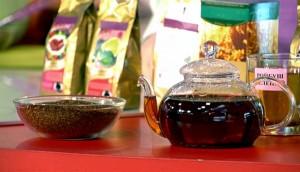 ройбос в чайнике и чашке