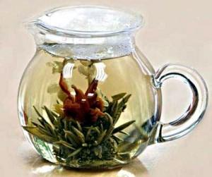 белый чай в чайнике
