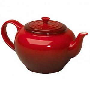 керамический красный чайник