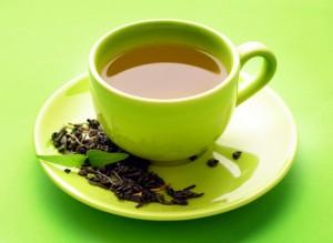 зелёный чай в зелёной чашке
