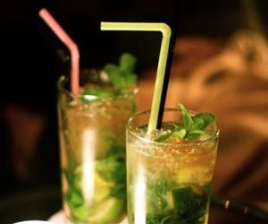 два бокала с мохито