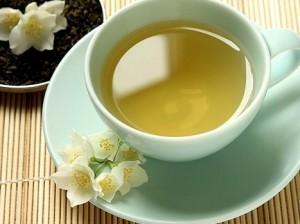жёлтый чай в чашке