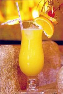 ананасовый сок в бокале
