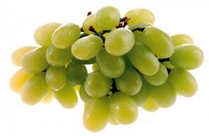 гроздь светлого винограда
