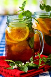 чай с лимоном в банке