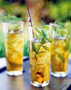 чай с фруктами в стаканах