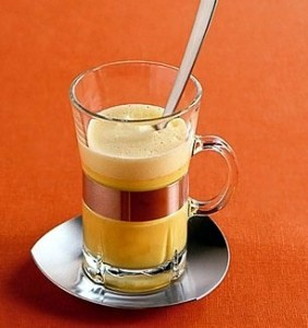 молоко с мёдом в стакане