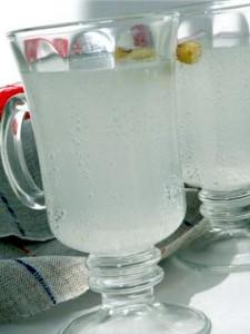сок берёзы в бокалах