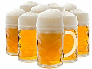 пиво с пеной в кружках