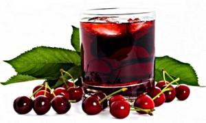 ягоды вишни и сок