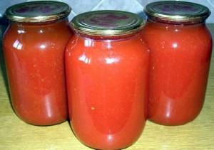 банки с соком из помидор