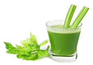 сельдерей и сок в стакане