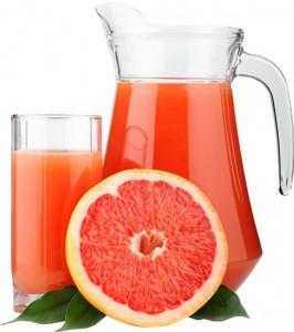 грейпфрут и сок в кувшине и стакане