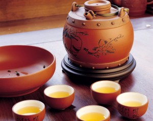 чаши-чабэй с чаем и чайник