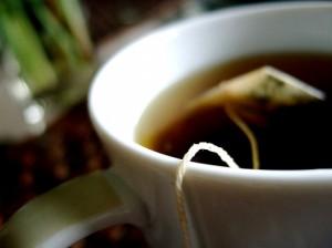 чашка с чаиным пакетиком