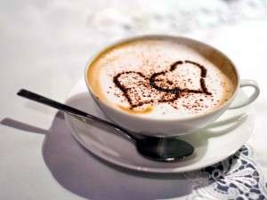 свежезаваренный кофе с рисунком