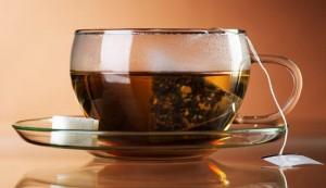 чашка с треугольным чайным пакетиком