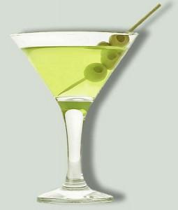 зелёный коктейль с оливками