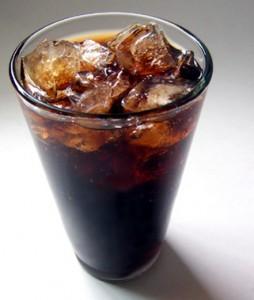 коктейль из тёмного пива в стакане