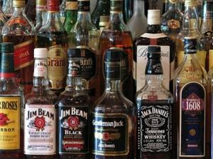 бутылки с крепким алкоголем