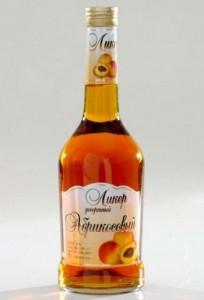 бутылка абрикосового ликёра