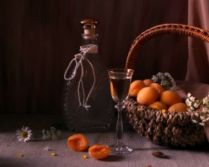 абрикосовый ликёр и абрикосы
