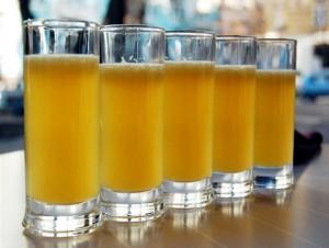 медовуха в стаканах