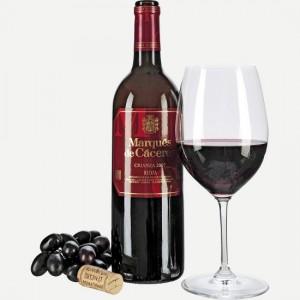 красное вино в бутылке и бокале