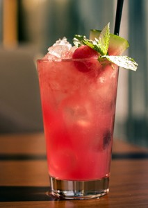 малиновый коктейль с маракуйей