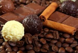 кофейные зёрна, шоколад и корица