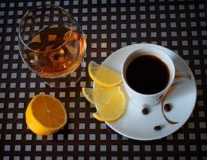 кофе с лимоном и алкоголем