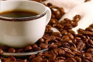 кофе в чашке и в зёрнах