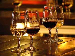 бокалы с вином