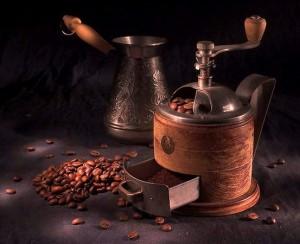 турка, кофемолка и кофе