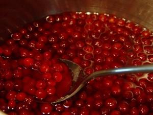 ягоды брусники в соке