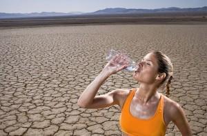 девушка вода пустыня